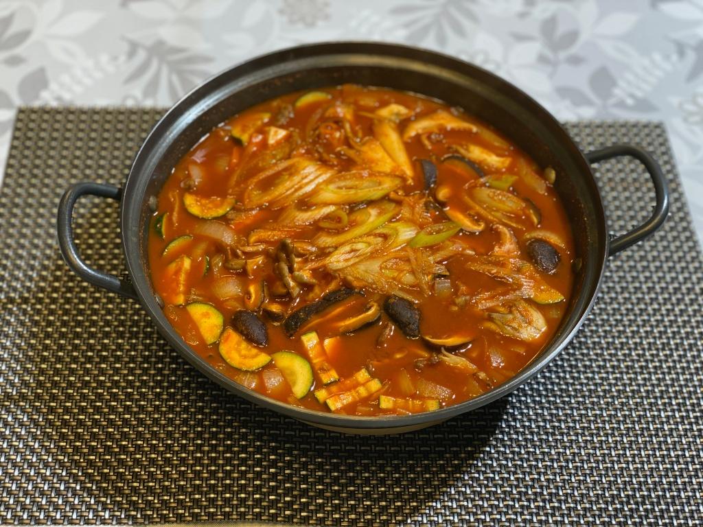 Olive家の簡単レシピ | 韓国料理 椎茸・舞茸と豆腐のコチュジャンチゲ